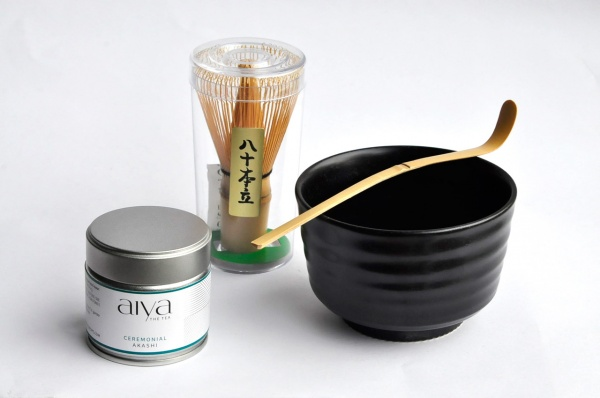 Matcha Komplett-Set Black mit Bio Ceremonial Matcha AKASHI von AIYA