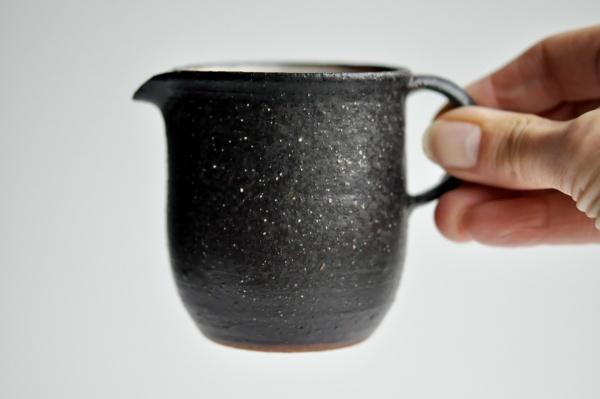 Ausschankkanne schwarz 230ml von Andrzej Bero, Pitcher, Cha Hai, Abkühlgefäß