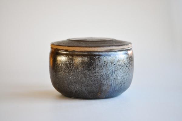 Keramikbehälter 10,5x18cm Holzbrand von Ales Dancak - Ideal für 4x200g Teefladen