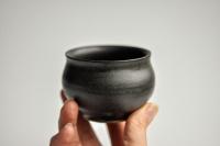 Teeschale rund 140ml anthrazit/schwarz von Michiko Shida