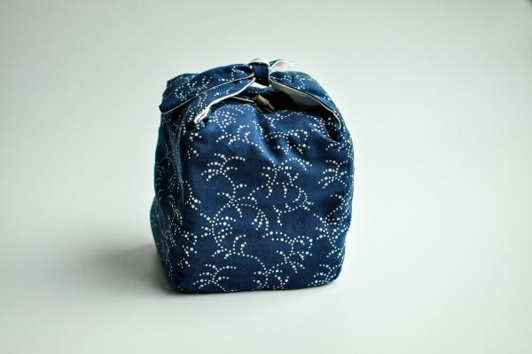 Reisebeutel für Teegeschirr blau gemustert Ranken 14x14xcm