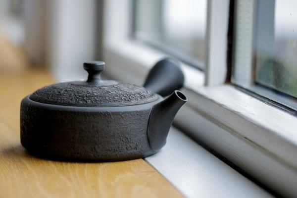 Teekanne 160ml flach schwarz Hira Kyusu Tokoname Gyokkô