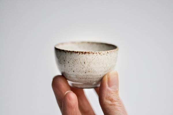 Cup 55ml grau/weiß von Michiko Shida