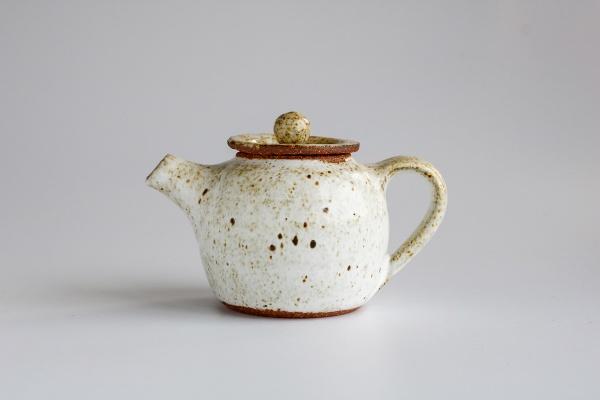Teekanne 160ml sandfarben glasiert von Martin Koller