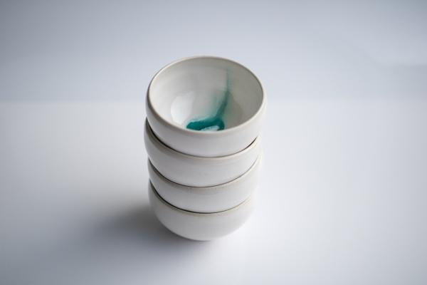 Teeschale 180ml weiß/türkis von Michiko Shida