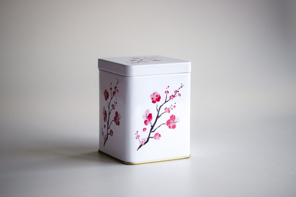 Weiße Teedose Kirschblüte