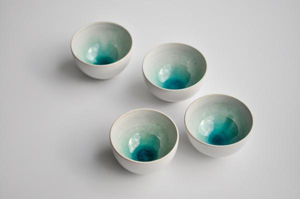 Teeschale 160ml weiß/türkis von Michiko Shida