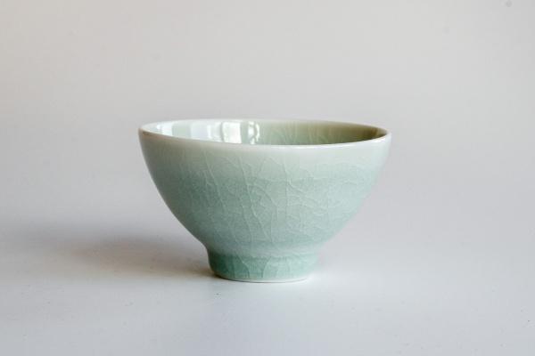 Celadon Teeschale aus Porzellan von Nina Rail, 130-160ml Seladonglasur