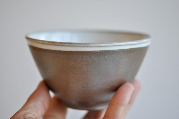 Teeschale 325ml metallic mit weiß von Petr Sklenicka