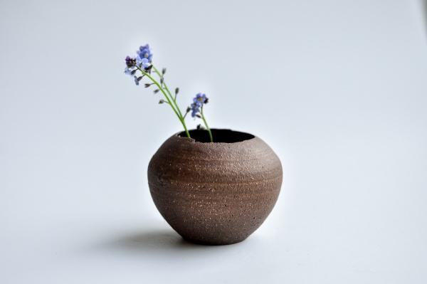 Vase rot egg shell 5cm von Andrzej Bero