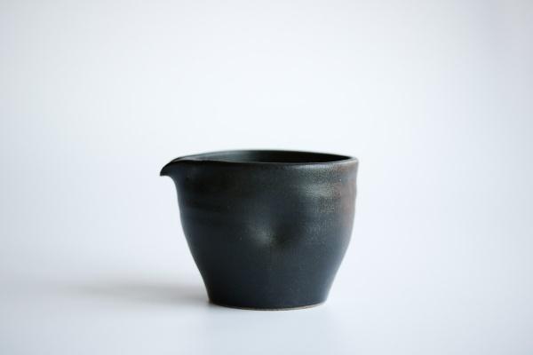 Ausschankkanne anthrazit/schwarz 130ml von Michiko Shida, Abkühlgefäß, Pitcher, Cha Hai
