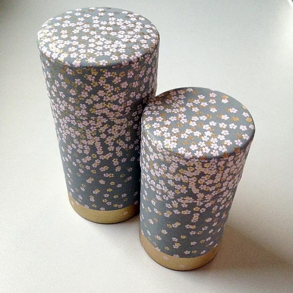 Große Teedose in japanischem Seidenpapier, 200g, grau