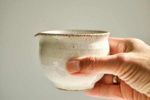 Ausschankkanne grau/weiß 200ml von Michiko Shida, Abkühlgefäß, Pitcher, Cha Hai